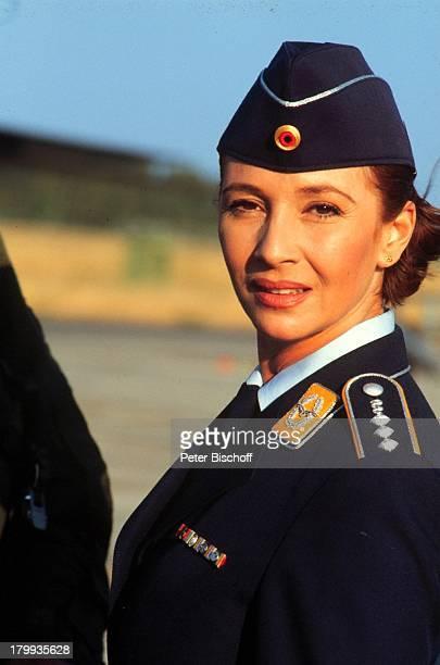 Michele Marian Lena und Tom Liebe zwischen zwei Welten ZDF Film NatoAirbase Cagliari/Sardinien Uniform ProdNr 1998/846 Schauspielerin