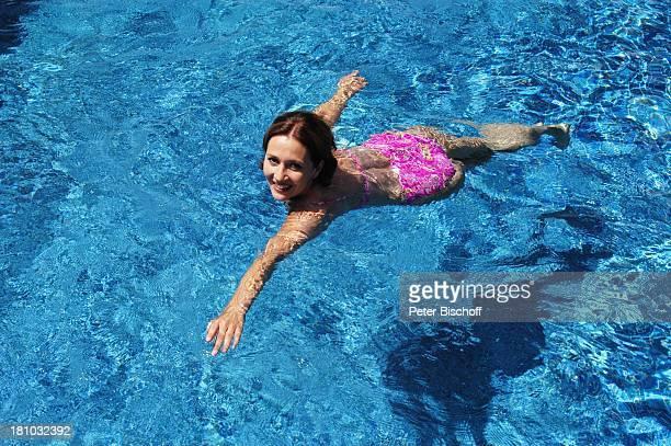 Michele Marian, Porte 'de Andratx/Mallorca/Spanien, Schauspielerin, Pool, Swimmingpool, Promis, Prominente, Prominenter, Bikini, schwimmen, Urlaub, ,