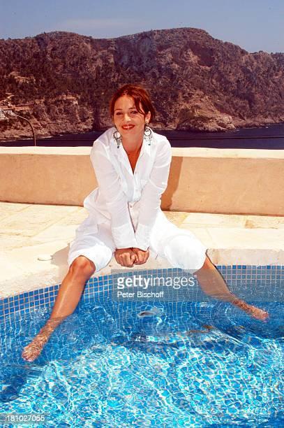 07 April 1963 Sternzeichen Widder Porte 'de Andratx/Mallorca/Spanien Schauspielerin Pool Swimmingpool Ohrringe Promis Prominente Prominenter Portrait...
