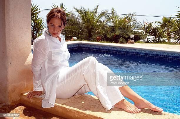 07 April 1963 Sternzeichen Widder Porte 'de Andratx/Mallorca/Spanien Schauspielerin Pool Urlaub Swimmingpool Promis Prominente Prominenter Portrait