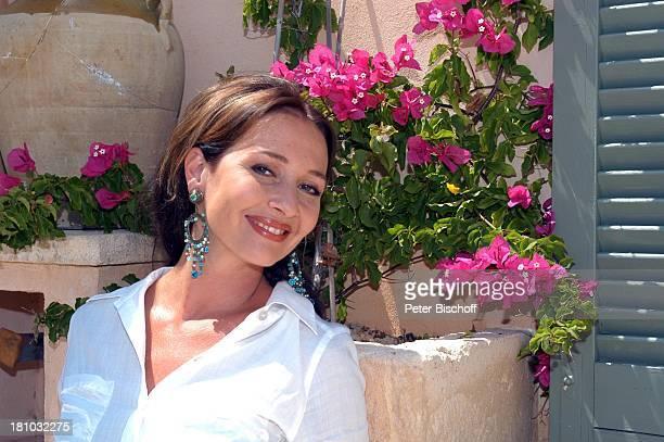 07 April 1963 Sternzeichen Widder Porte 'de Andratx/Mallorca/Spanien Schauspielerin Promis Prominente Prominenter Portrait Ohrring Urlaub Blumen