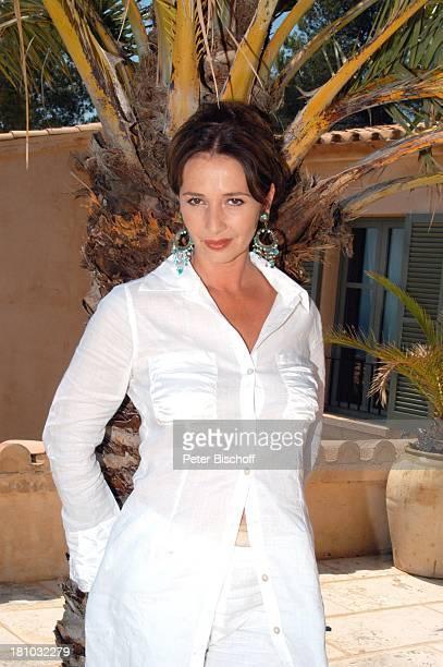 07 April 1963 Sternzeichen Widder Porte 'de Andratx/Mallorca/Spanien Schauspielerin Promis Prominente Prominenter Portrait Ohrring Urlaub Palme