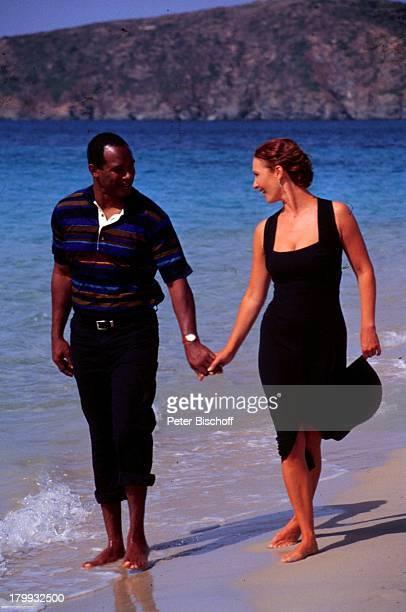"""Michele Marian und Bobby Hosea, """"Lena und;Tom- Liebe zwischen zwei Welten"""", ZDF-Film, Strand, Cagliari/Sardinien, Prod.-Nr.: 1998/846, ,..."""