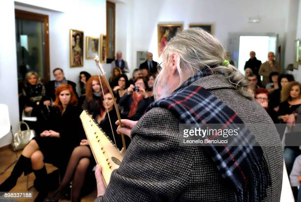 Michele Sangineto performs with his Salterio at Casa Museo of Alda Merini on November 21 2015 in Milan Italy A renowned luthier Michele Sangineto...