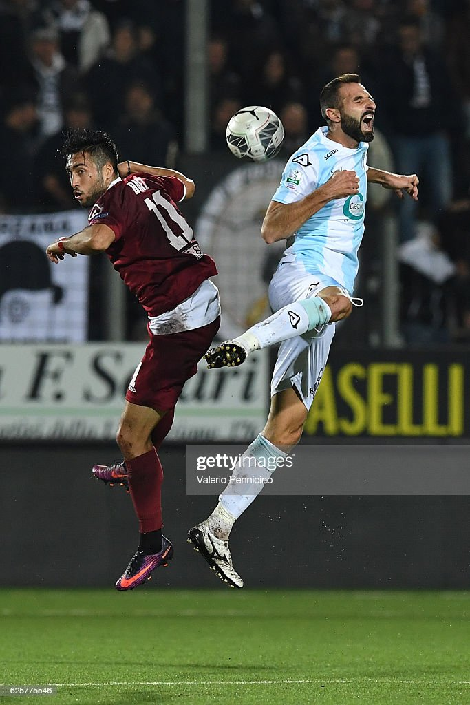 Michele Troiano (R) of Virtus Entella clashes with Jaime Baez of AC Spezia during the Serie B match between Virtus Entella and AC Spezia at Stadio Comunale on November 25, 2016 in Chiavari, Italy.