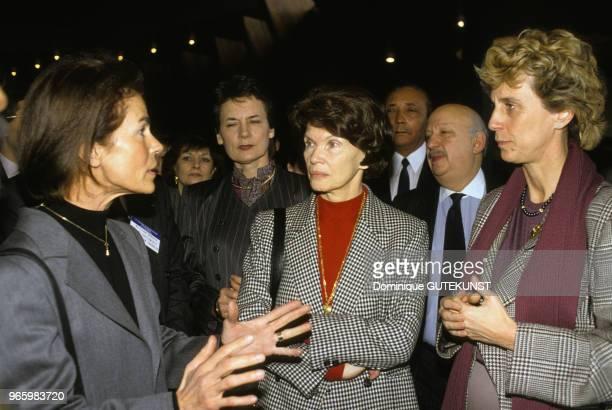 Micheline ChabanDelmas épouse du premier ministre Jacques ChabanDelmas Danielle Mitterand épouse du président de la République François Mitterrand et...