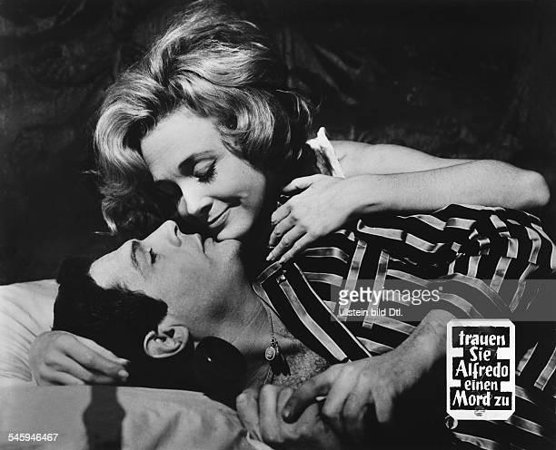 """Micheline Presle *-Schauspielerin, Frankreichmit Marcello Mastroianni in dem Film""""Trauen Sie Marcello einen Mord zu?""""- 1961"""