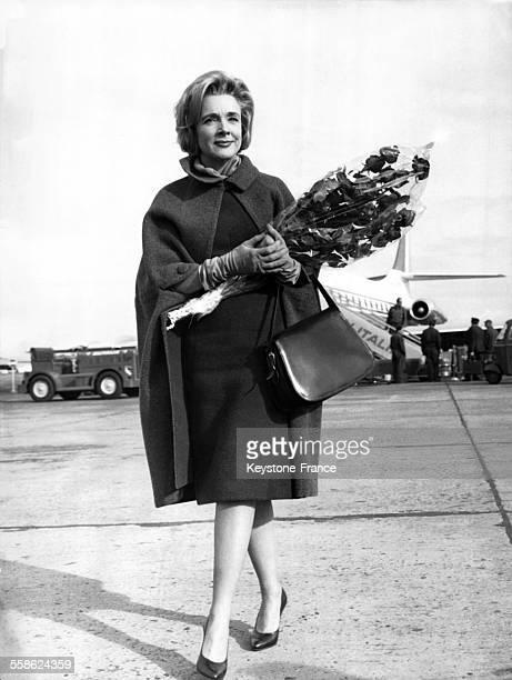 Micheline Presle à l'aéroport de Ciampino à Rome, Italie, le 14 décembre 1960.