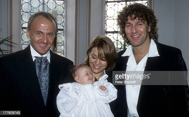Michelle , Baby Celine, Ehemann Albert Oberloher , Name auf Wunsch,Taufe von Celine, Haag, Bayern, Deutschland, Europa, Taufe, Baby, Kirche,...