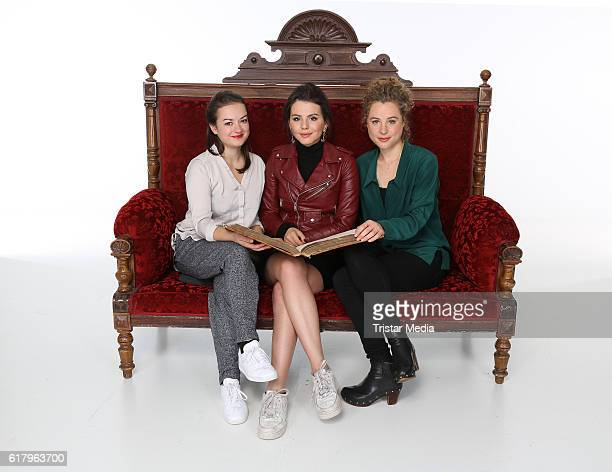 Michelle Barthel Ruby O Fee and Klara Deutschmann attend the 'Sechs auf einen Streich' photo call on October 25 2016 in Hamburg Germany