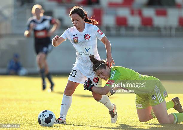 Michelle Carney of the Wanderers beats goal keeper Brianna Davey of the Victory to go on and score a goal during the round two WLeague match between...