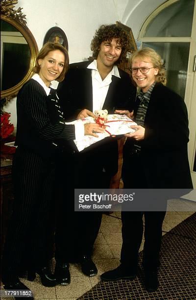 Michelle , Ehemann Albert Oberloher, Tochter Celine, rechts: Journalist , Feier nach Taufe im Gourmet-Restaurant, Kirchdorf, Deutschland, Europa,...