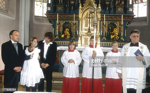 Michelle mit Tochter Celine, Ehemann Albert Oberloher , Taufe von Tochter, Kirchdorf, Deutschland, Europa, Kirche, Baby, Familie, Ehefrau,...