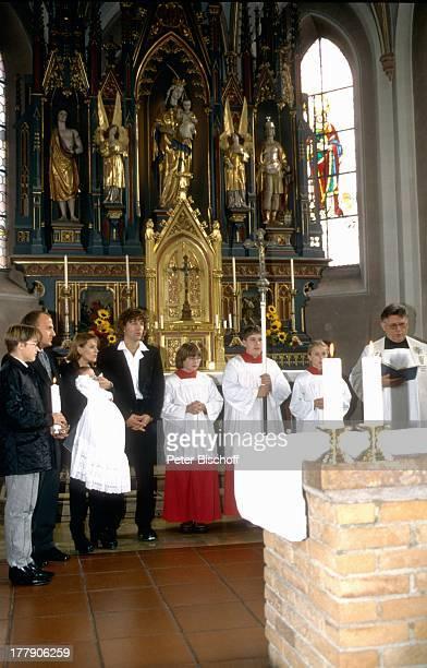 Michelle mit Tochter Celine, Ehemann Albert Oberloher , Taufe von Tochter, Kirchdorf, Deutschland, Europa, Kirche, Baby, Taufbecken, Familie,...