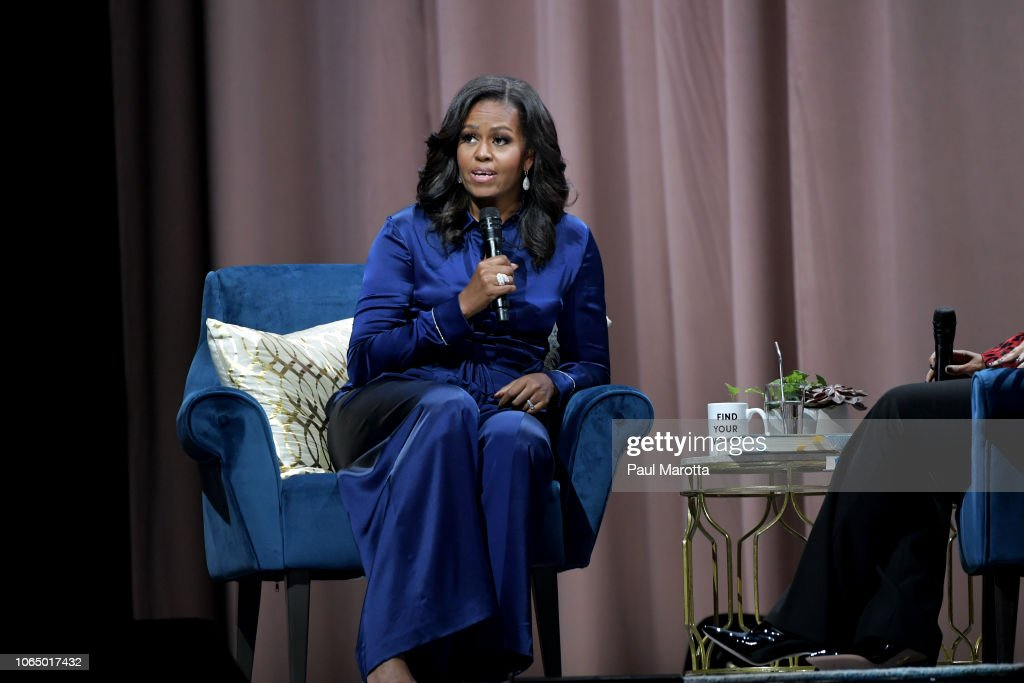 "Michelle Obama Discusses Her New Book ""Becoming"" With Michelle Norris : Foto jornalística"