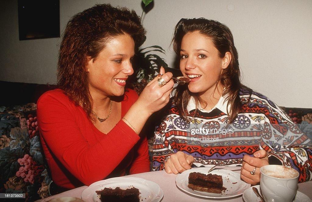 Michelle (alias Tanja Hewer), Schwester Sandra (l.), Villingen