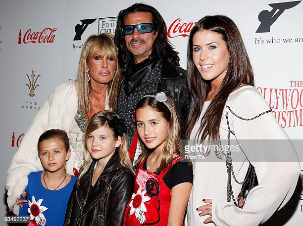 Michelle Smith Lorenzo Lamas Dakota Lamas and daughters Victoria Lamas Isabella Lamas and Alexandra Lamas attend the 2009 Hollywood Christmas Parade...