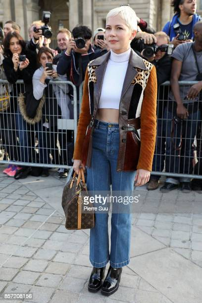 Michelle Williams arrives at the Louis Vuitton show as part of the Paris Fashion Week Womenswear Spring/Summer 2018 on October 3, 2017 in Paris,...