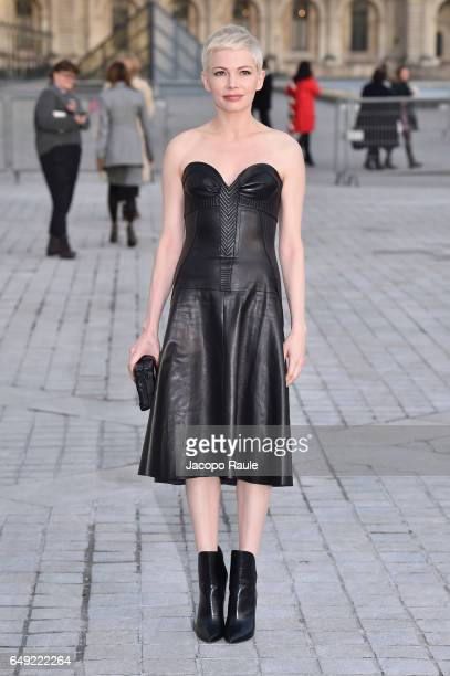 Michelle Williams is seen arriving at Louis Vuitton fashion show during the Paris Fashion Week Womenswear Fall/Winter 2017/2018 on March 7 2017 in...