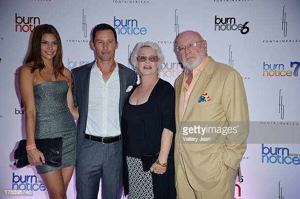 Michelle Woods Jeffrey Donovan Sharon Gless and Bernard Barney Rosenzweig arrive at wrap party for Burn Notice at Fontainebleau Miami Beach on July...
