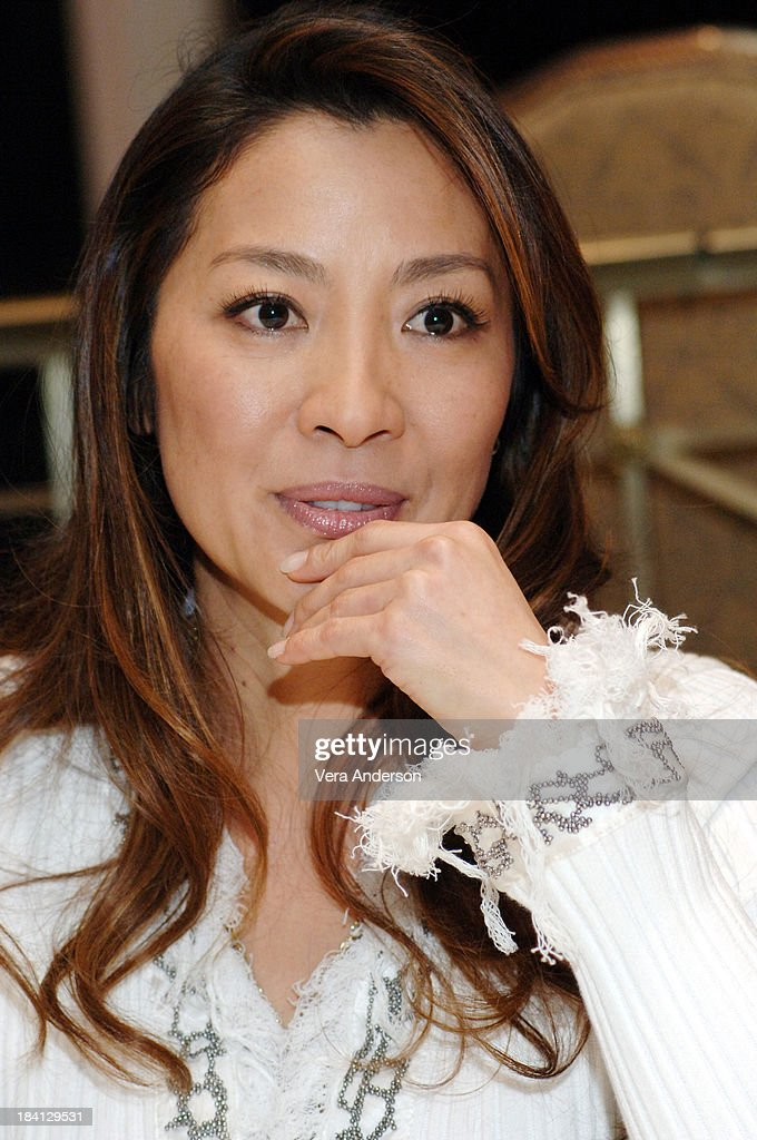 Michelle Yeoh During Memoirs Of A Geisha Press Conference With News Photo Getty Images