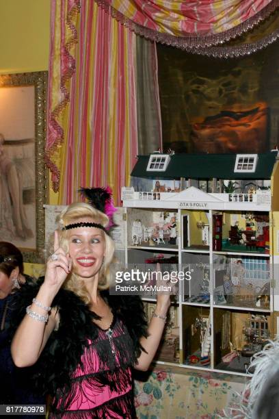 MichelleMarie Heinemann attends Portrait artist ZITA DAVISSON's Great Gatsby Party A Roaring 20's Evening at Private Residence on October 20 2010 in...