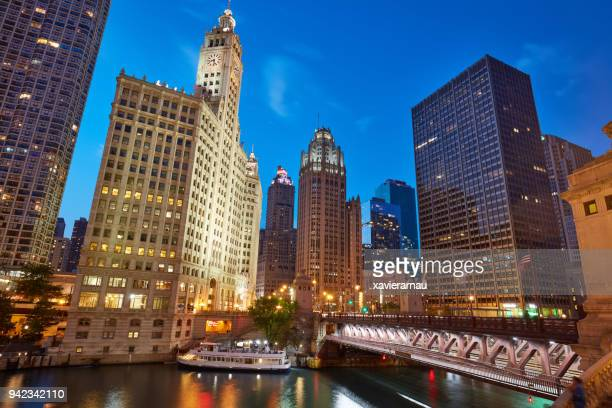 michigan ave bridge - chicago stock pictures, royalty-free photos & images
