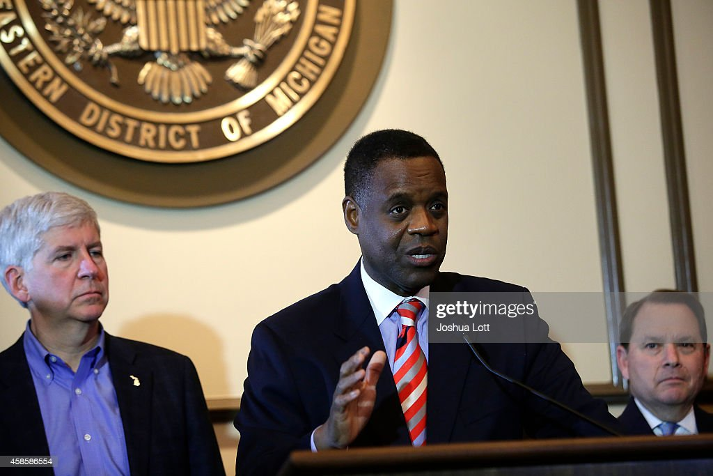 Michigan Governor Rick Snyder (L), listens as Emergency Manager Kevyn Orr speaks during a news conference November 7, 2014 in Detroit, Michigan. Today U.S. Bankruptcy Judge Steven Rhodes gave the City of Detroit the okay to plan an exit strategy from Chapter 9 Bankruptcy.