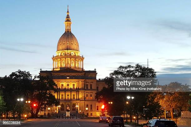 michigan state capitol at sunset - michigan state capitol stock pictures, royalty-free photos & images