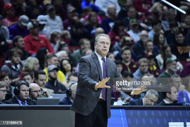 Michigan State Spartan head coach Tom Izzo talks to his team as they take on the Bradley Braves in the first round of the 2019 NCAA Men's Basketball...