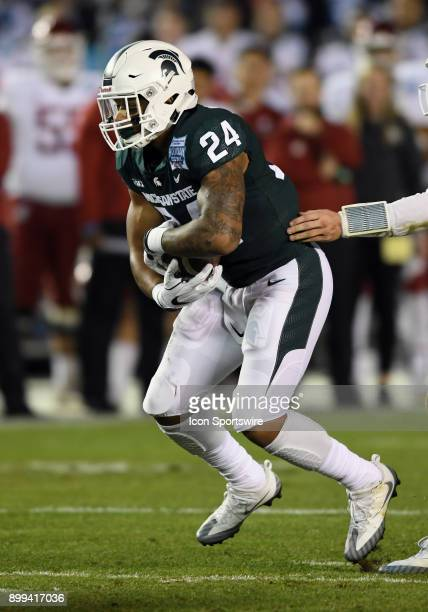 Michigan State Spartans running back Gerald Holmes takes a handoff from quarterback Brian Lewerke in the first half of the Holiday Bowl played...