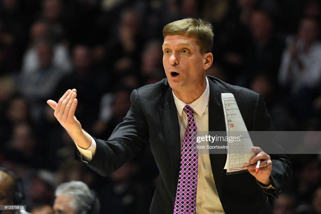 COLLEGE BASKETBALL: JAN 25 Michigan at Purdue : News Photo