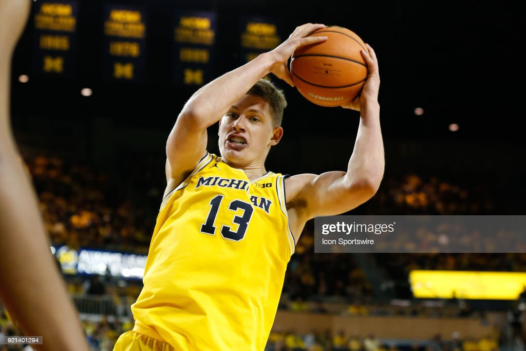 COLLEGE BASKETBALL: FEB 18 Ohio State at Michigan : Fotografía de noticias