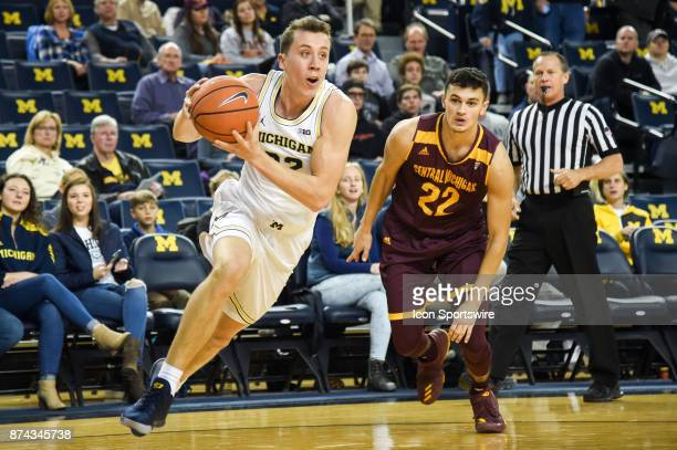 Michigan Wolverines guard Duncan Robinson drives past Central Michigan Chippewas guard Matt Beachler for a layup during the Michigan Wolverines game...