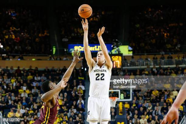 Michigan Wolverines guard Duncan Robinson shoots a jump shot during a regular season Big 10 Conference basketball game between the Minnesota Golden...