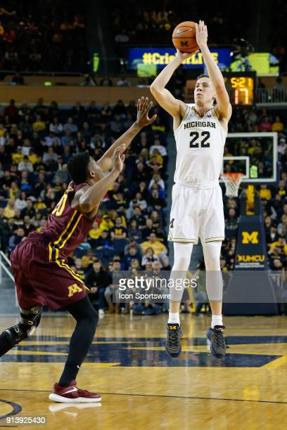 Michigan Wolverines guard Duncan Robinson shoots a jump shot during the first half of a regular season Big 10 Conference basketball game between the...