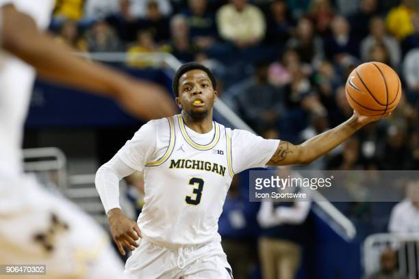 Michigan Wolverines guard Zavier Simpson passes the ball during a regular season Big 10 Conference basketball game between the Illinois Fighting...