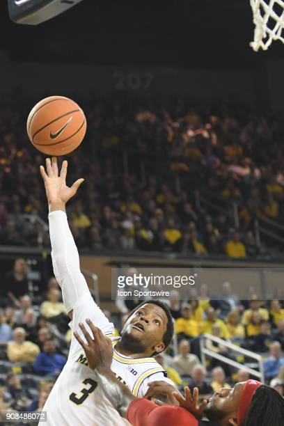 Michigan Wolverines guard Zavier Simpson tries a driving layup during the Michigan Wolverines game versus the Rutgers Scarlet Knights on Sunday...