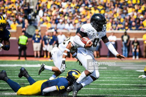 Michigan Wolverines linebacker Josh Uche makes a shoestring tackle on Army Black Knights quarterback Kelvin Hopkins Jr during the Michigan Wolverines...