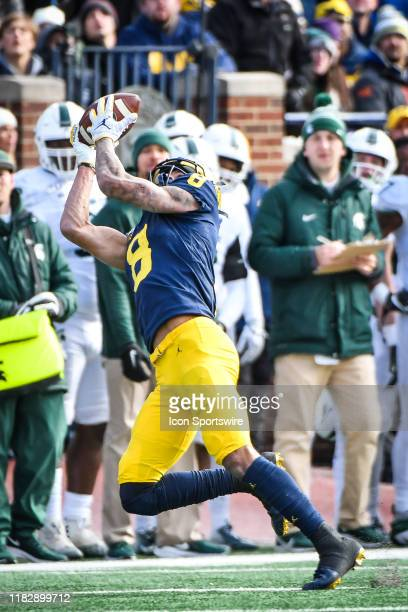 Michigan Wolverines wide receiver Ronnie Bell catches a pass over his shoulder in the middle of the field and runs for a long gain during the...