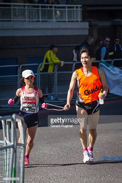 Michisita is running with her guide in the London Marathon 2014