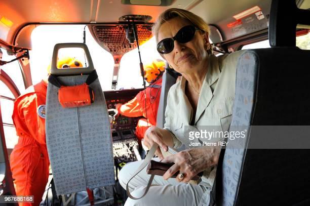 Michèle Alliot-Marier dans un helycoptère à Marignane Le 20 juin 2006, France.