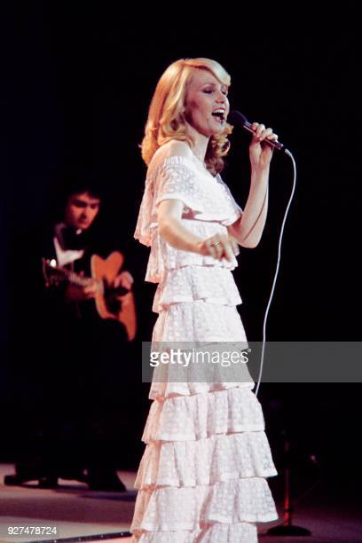 Michèle Torr candidate representing Monaco for the Eurovision Song Contest performs on stage on May 7 1977 in London / AFP PHOTO /