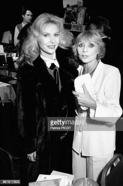 Michèle Torr et Annie Cordy lors d'un gala le 26 novembre 1982 à Paris France