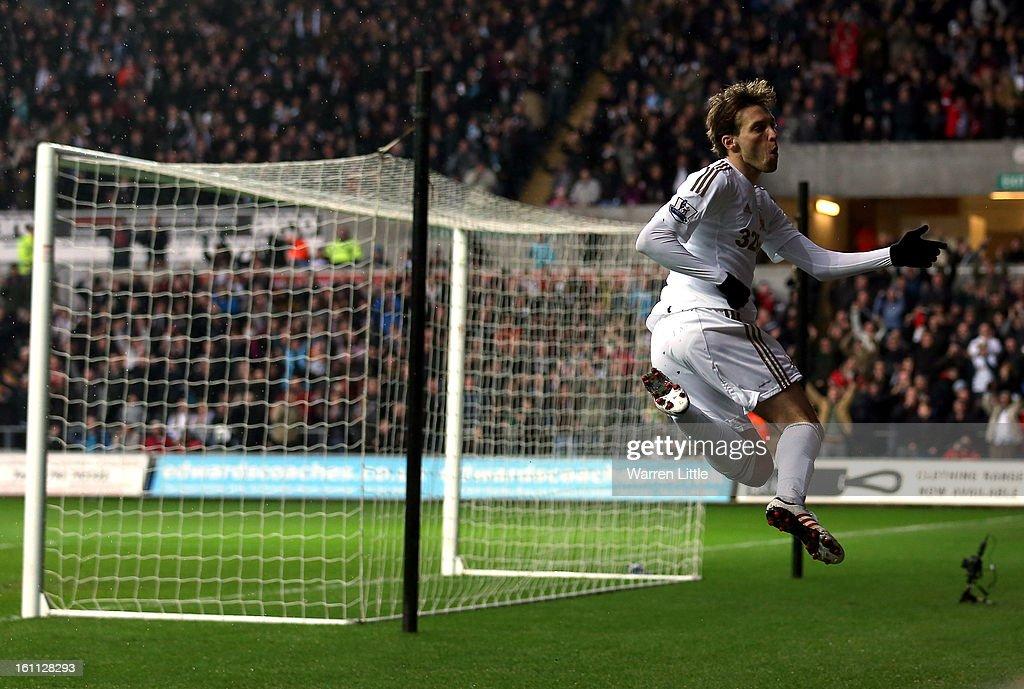 Swansea City v Queens Park Rangers - Premier League : News Photo