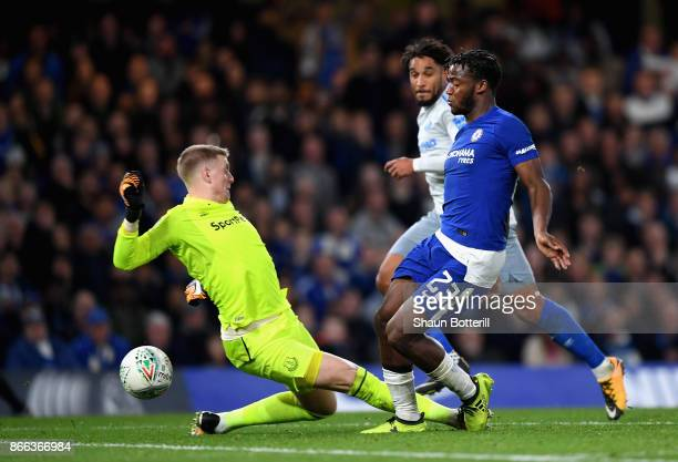 Michy Batshuayi of Chelsea takes the ball around goalkeeper Jordan Pickford of Everton during the Carabao Cup Fourth Round match between Chelsea and...