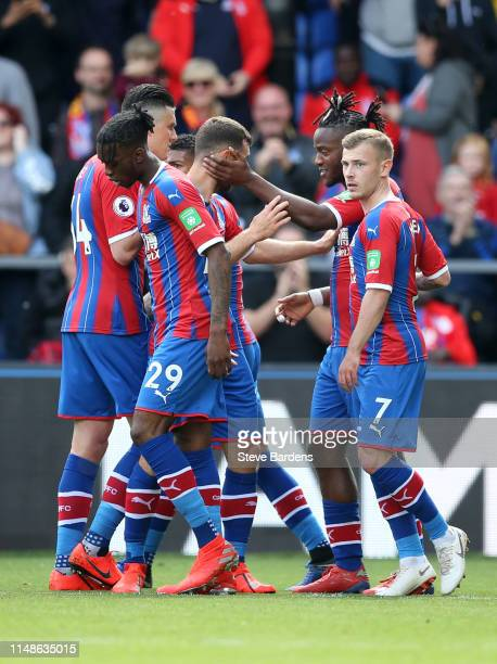 Michy Batshuayi of Crystal Palace celebrates after scoring his team's first goal with teammates of Crystal Palace during the Premier League match...