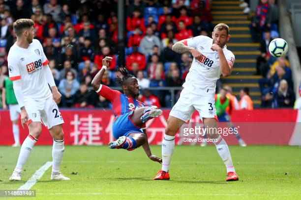 Michy Batshuayi of Crystal Palace scores his team's first goal during the Premier League match between Crystal Palace and AFC Bournemouth at Selhurst...