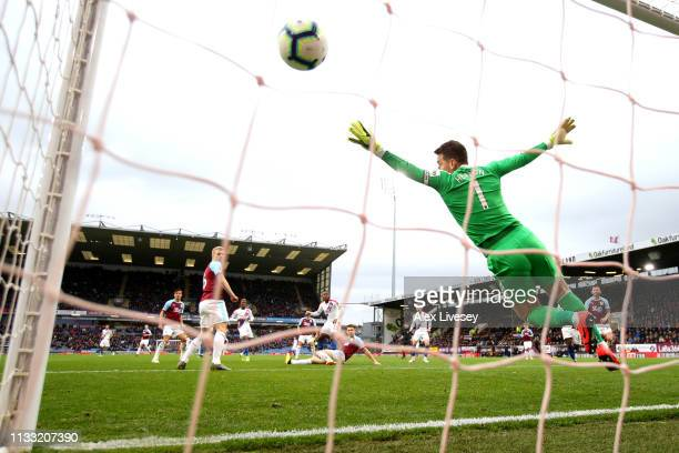 Michy Batshuayi of Crystal Palace scores his team's second goal past a diving Thomas Heaton of Burnley during the Premier League match between...