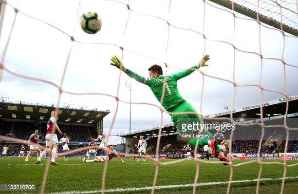 Michy Batshuayi of Crystal Palace scores his team's second goal past a diving Tom Heaton of Burnley during the Premier League match between Burnley...